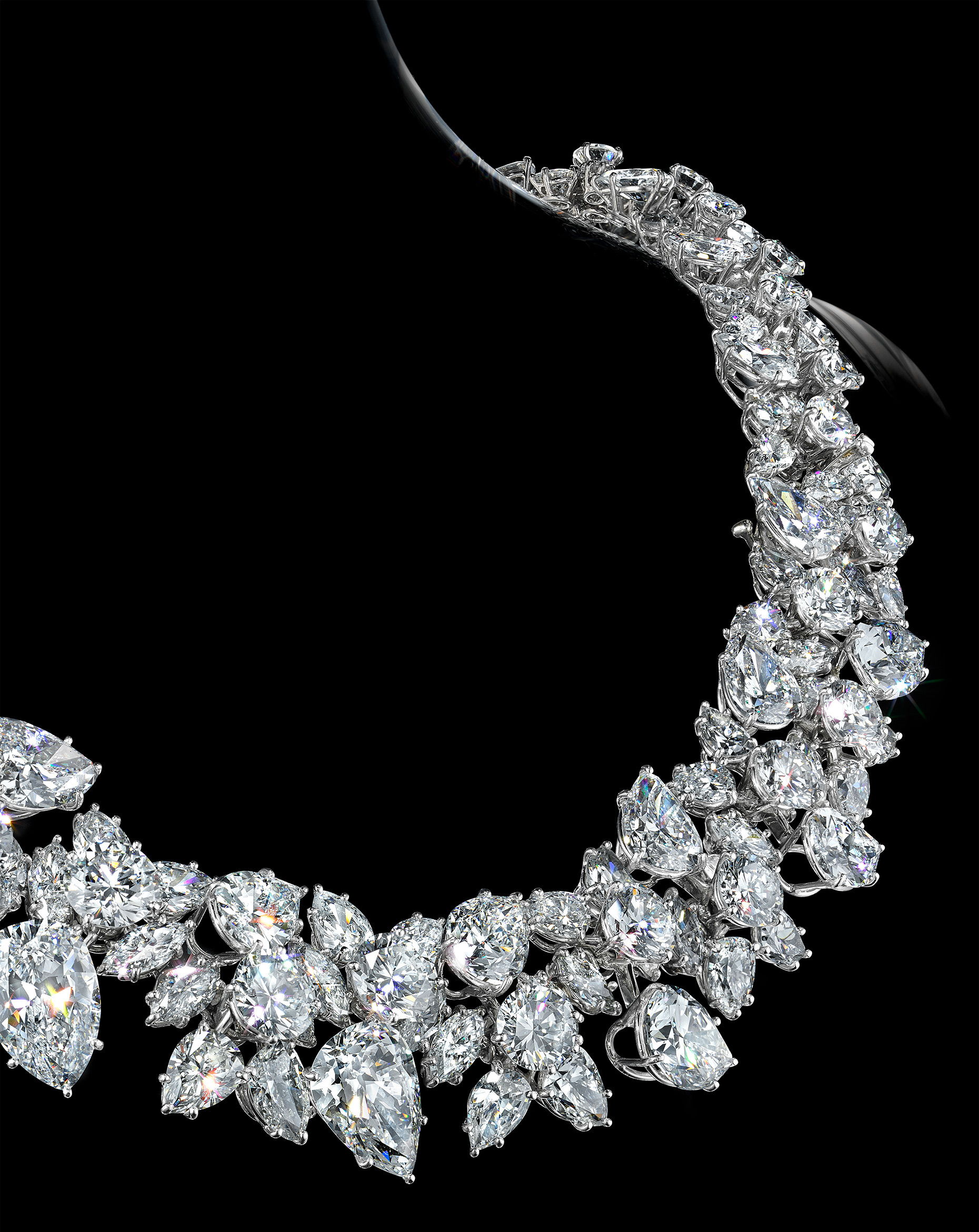 WhiteDiamondNecklace_Neckline